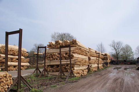 Rondhout palen geschild gepunt gekroond wegenwerken