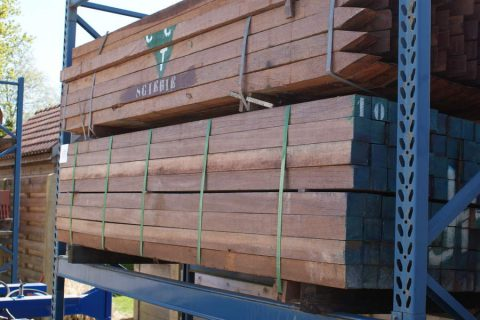 hardhouten azobe houten palen vierkant geimpregneerd Limburg