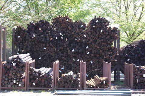 kleur gecreosoteerd hout zwart bruin